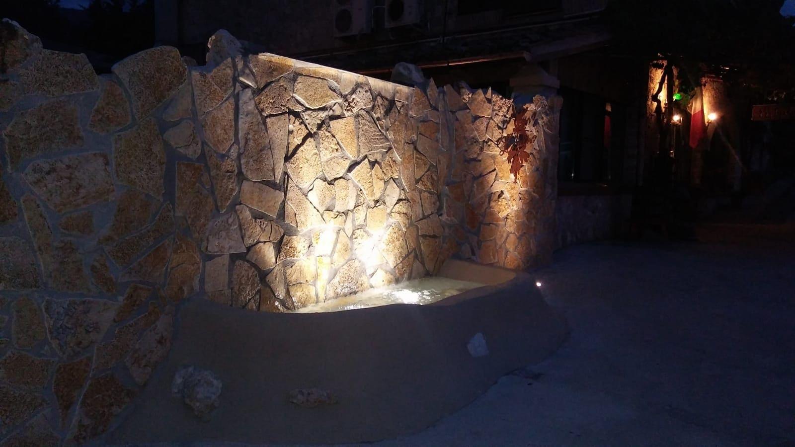 biofontana con illuminazione ad immersione