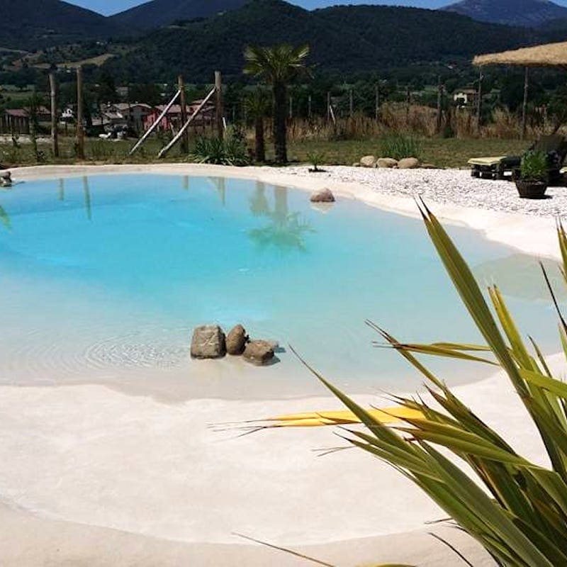 piscina a sfioro eco compatibile