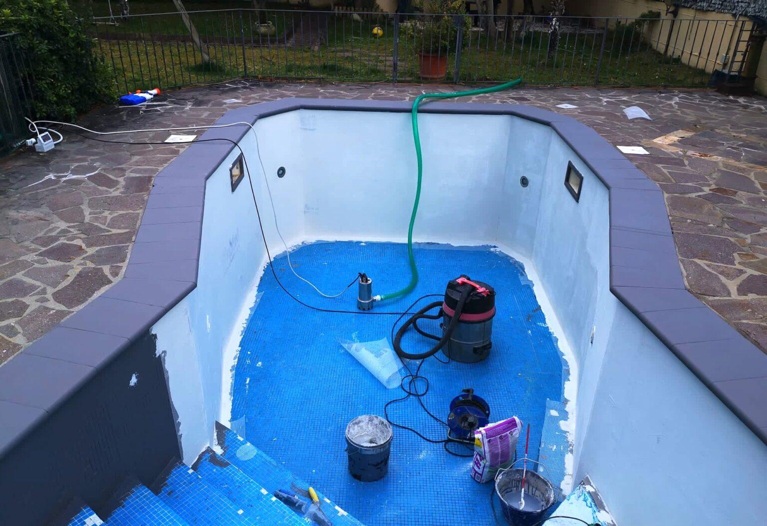 ripristino di una vecchia piscina con resina