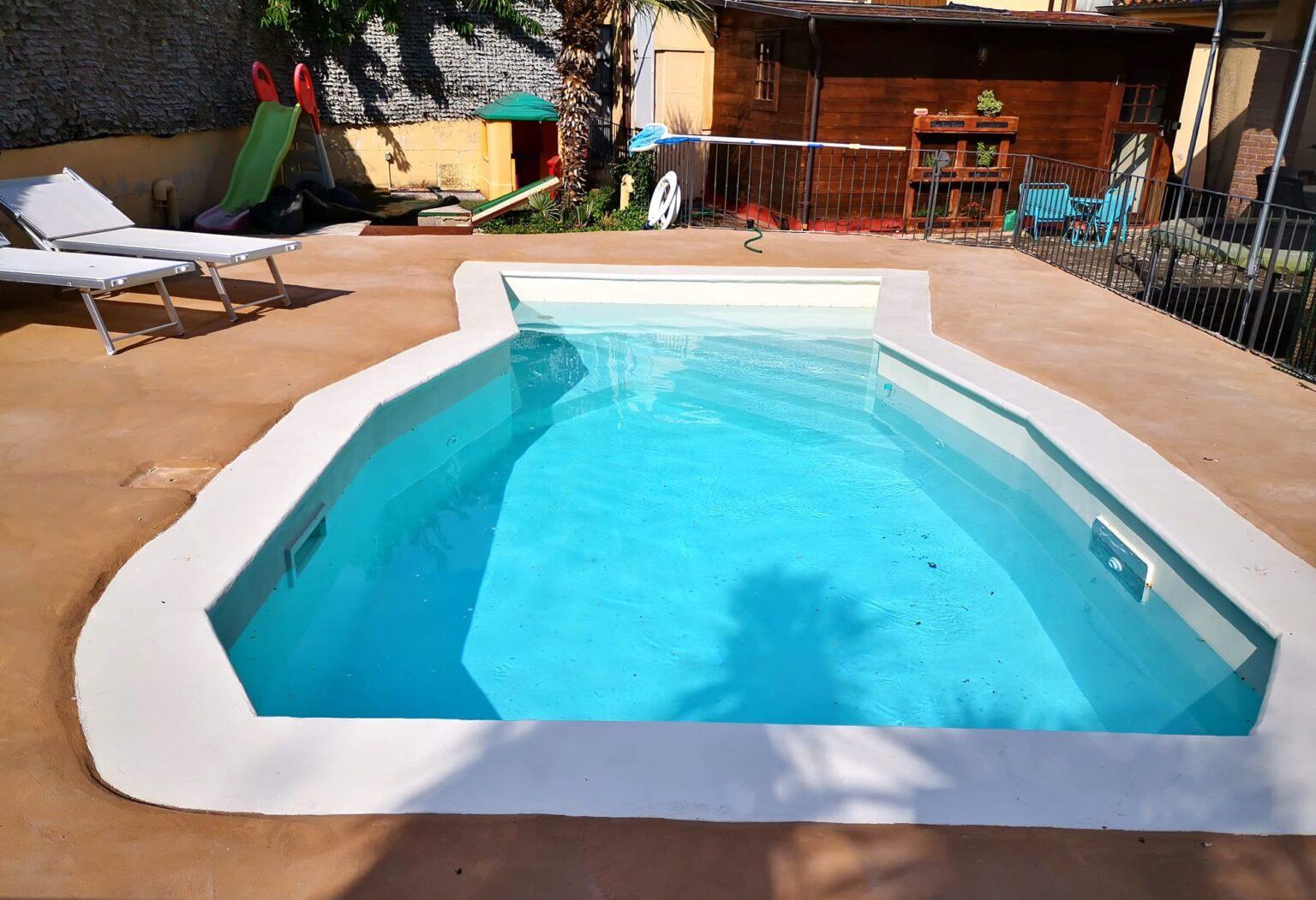 Il risultato del ripristino di una vecchia piscina con resine A-B