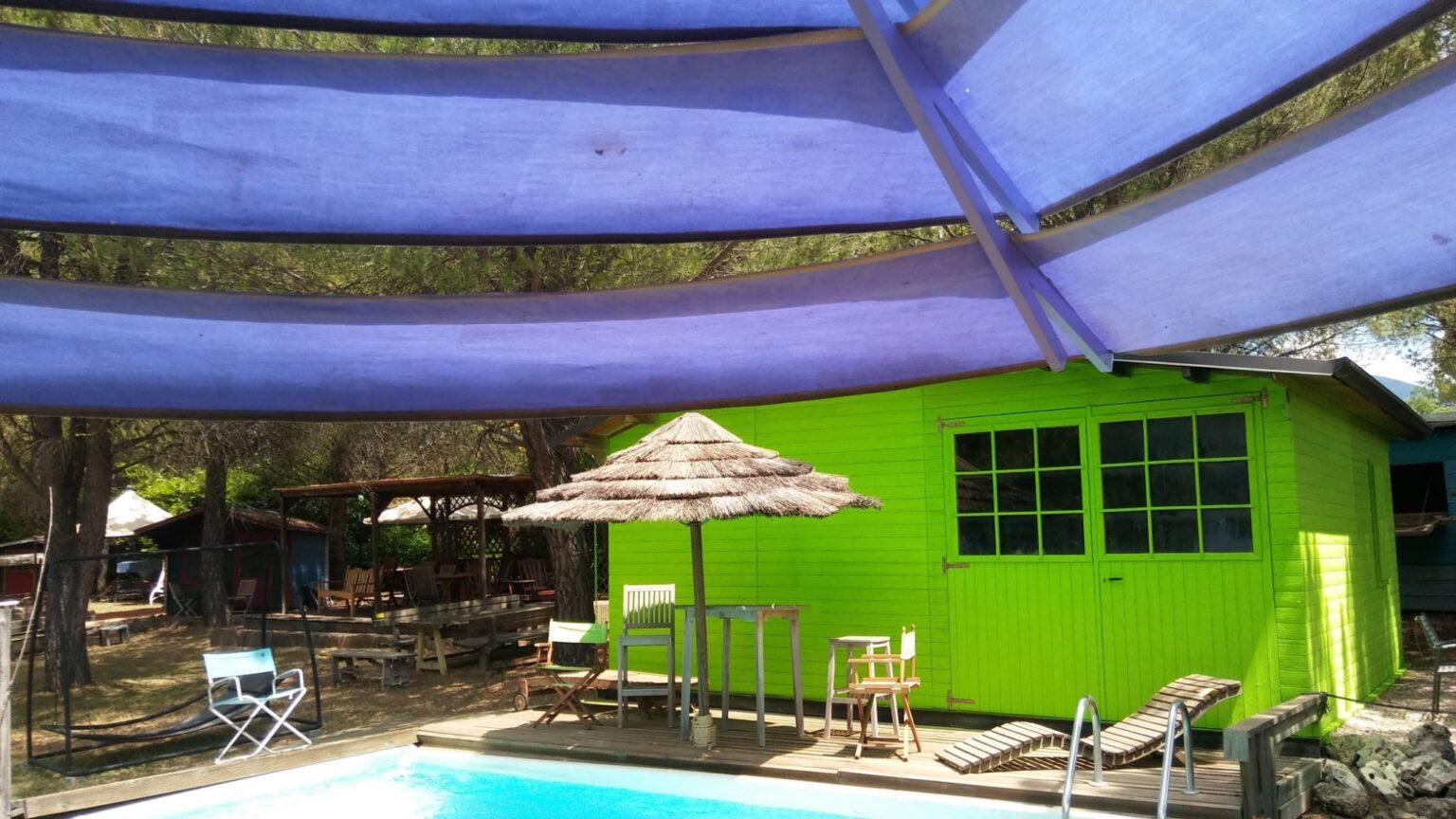 arredamenti in legno bordo piscina